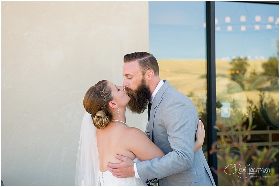 bride and groom kissing outside of Garre Winery Wedding in Livermore