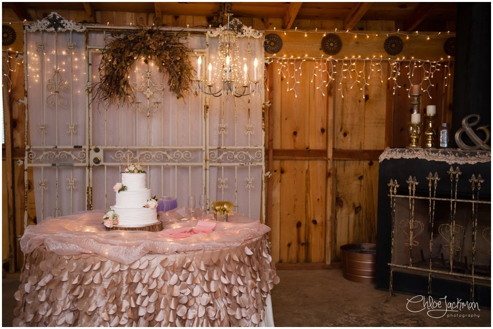 wedding cake at fulford barn wedding in texas