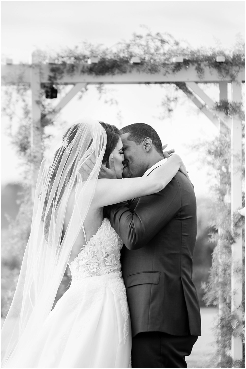 Bride and groom kiss at tehama golf club wedding by chloe jackman photography