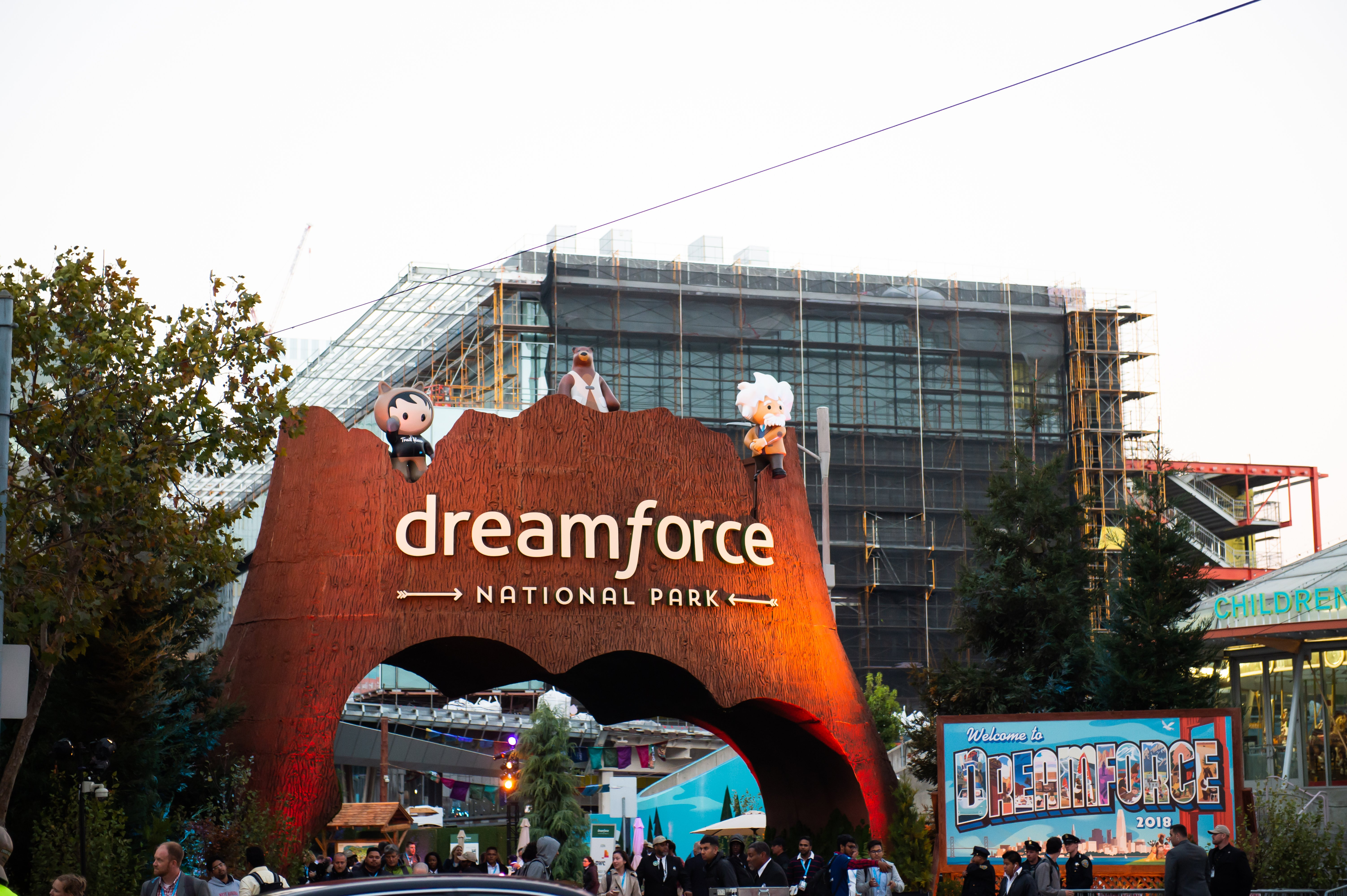 Outside dreamforce Bay Area Event Photography by chloe jackman photography